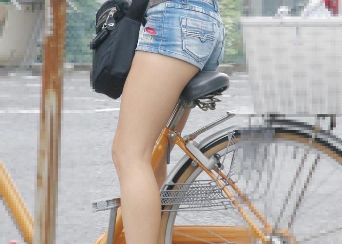 【美脚エロ画像】パンツ見えなくても太もも見えれば満足w自転車乗った美脚を見よう(つ´∀`)つ