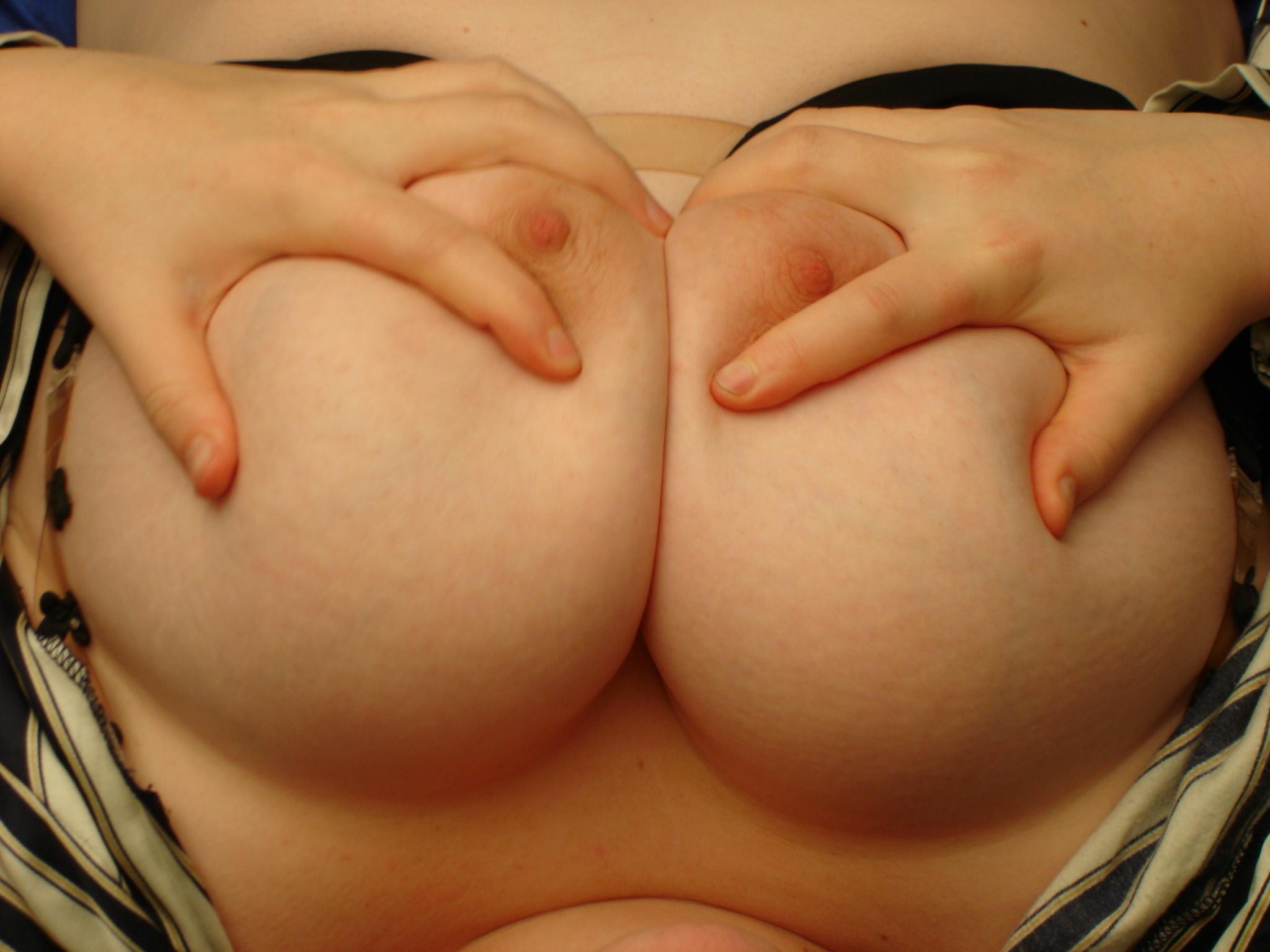 【巨乳エロ画像】やはり大きくても形が大事w抜けるおっぱいの条件とは何ぞ(*゚∀゚)=3