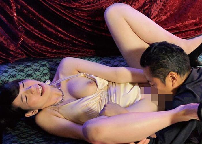 【エロ動画】NO.1セクキャバ嬢が学生時代のマドンナ!?軽く脅して肉体接客をさせる(;´Д`)