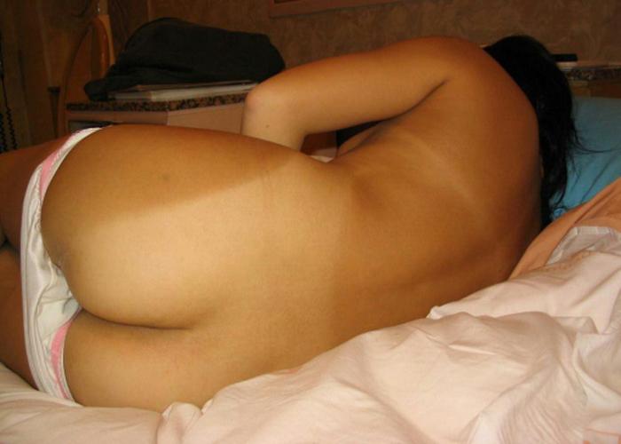 【日焼け女体エロ画像】真っ白なほどに卑猥…実に真っ赤に染め甲斐のある日焼けあと美尻(*´Д`)
