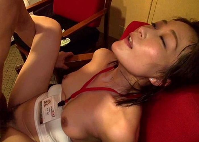 【エロ動画】歪みねぇなS○D…美人だからデビューしちゃったアラフォー女子社員(*´Д`)