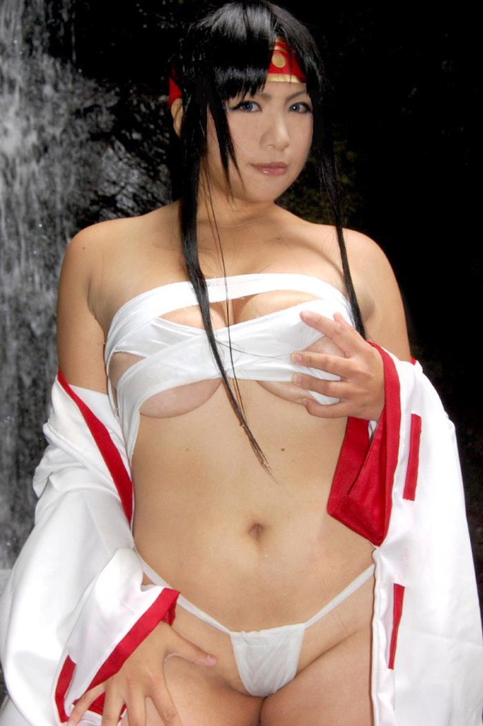 【コスプレエロ画像】性的利用しかない様なデザインw過激な衣装で決めたレイヤー達(*´Д`)