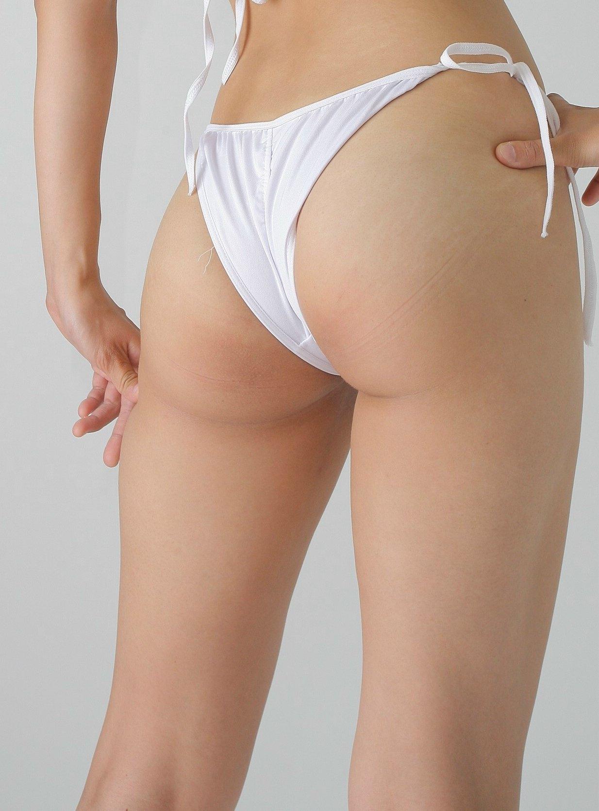【股間エロ画像】面積少なっ!あと少しで土手が出そうな際どいショーツ履いた女の股間(;´Д`)