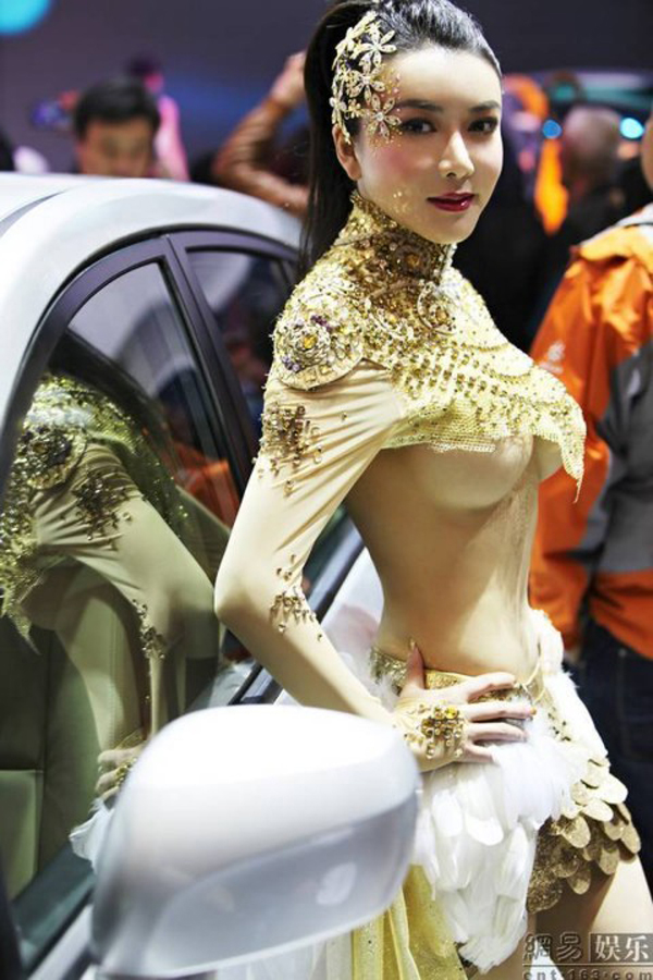 【キャンギャルエロ画像】たまらない乳…イベントなんてどうでもよくさせるキャンギャルの目立ち過ぎ胸部(*´д`*)