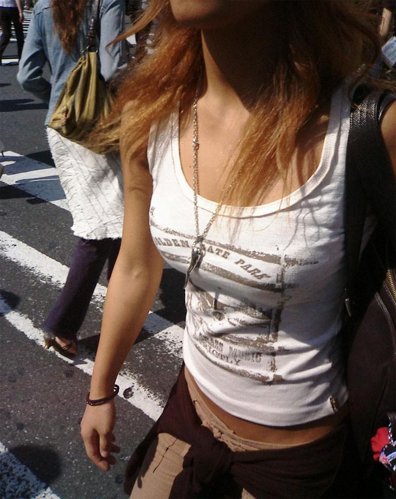 【着衣巨乳エロ画像】まだ隠している人はいるw街はこんなにも巨乳素人だらけ(*´Д`)