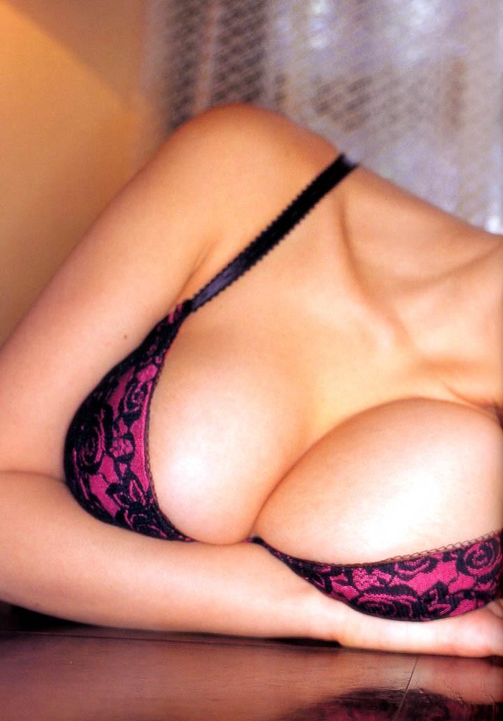 【巨乳エロ画像】脱がす前から胸熱!早く解放されたがってそうなブラ着おっぱい(*´д`*)
