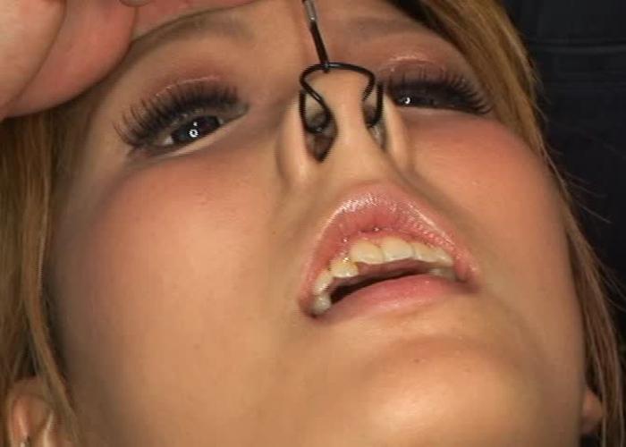【SMエロ画像】可愛くても一瞬で顔歪ませる…ヤバすぎな鼻フック拷問(゜ロ゜ノ)ノ