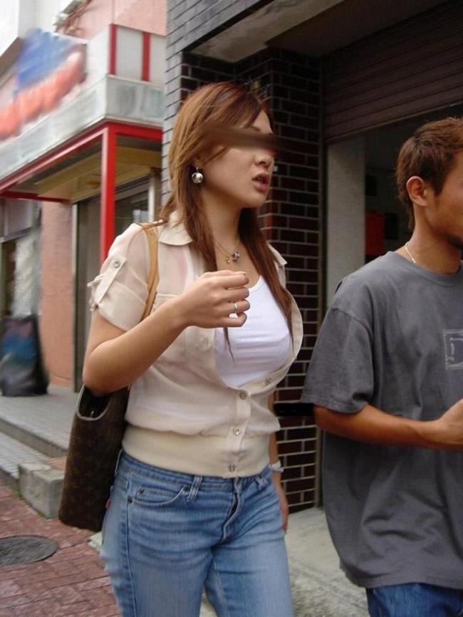 【着衣巨乳エロ画像】1日街に出れば100人は余裕w見逃せない膨らみの巨乳女子撮り(*´д`*)