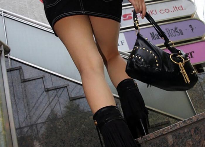 【美脚エロ画像】丸出しの膝裏こそ重要w街行く綺麗な生脚を無差別撮り(*´Д`)