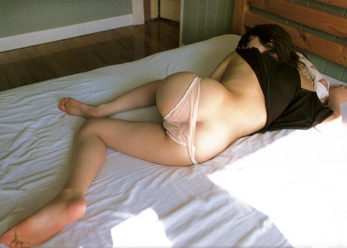 【夜這いエロ画像】前後どこからもシャッター押し放題w隙だらけの眠る女体撮り(*´д`*)