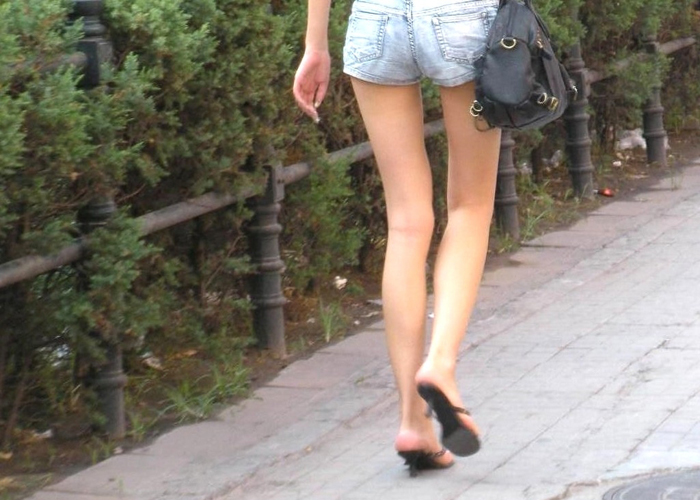 【美脚エロ画像】見た目ほど肉付きは物足りなくありませんw細くて綺麗な美脚の女子(*´Д`)