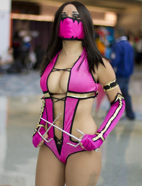 【コスプレエロ画像】もっと過激な衣装を求む!性的アピールよく出た今時のコスプレイヤー(*´Д`)