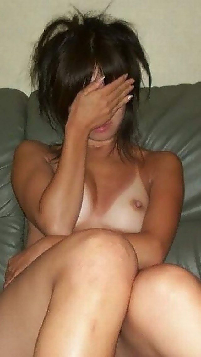 【日焼けエロ画像】こんがり焼いた後は弄られまくる予定w日焼け女体の白い乳と尻(*´д`*)