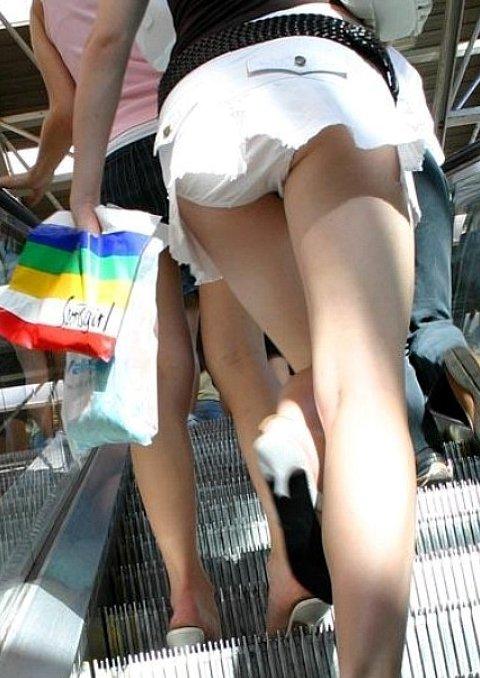 возрасте брезгуют апскирт под юбкой смотреть онлайн молодая шалунья сняла