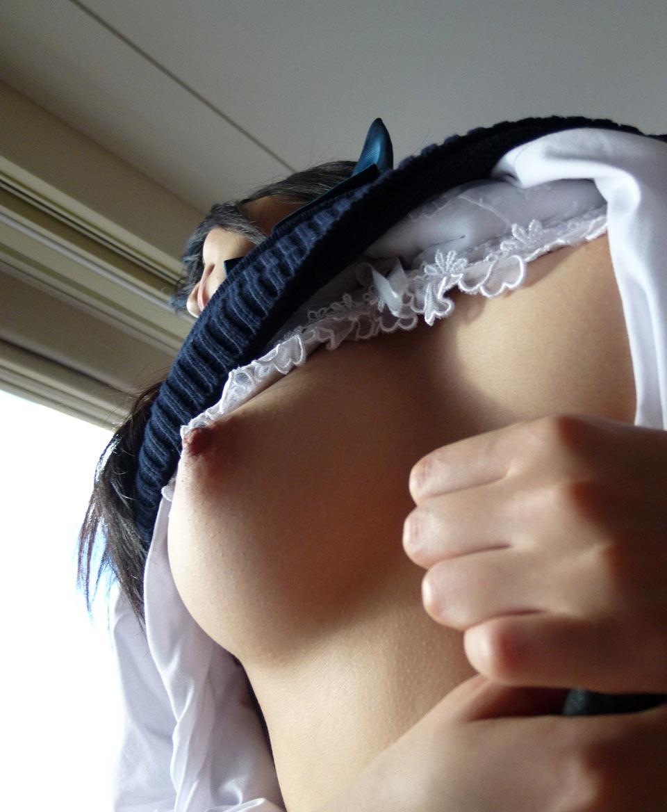 【乳首エロ画像】緊張それとも興奮で?触れる前から勃起する女の乳首は要チェック(*´Д`)