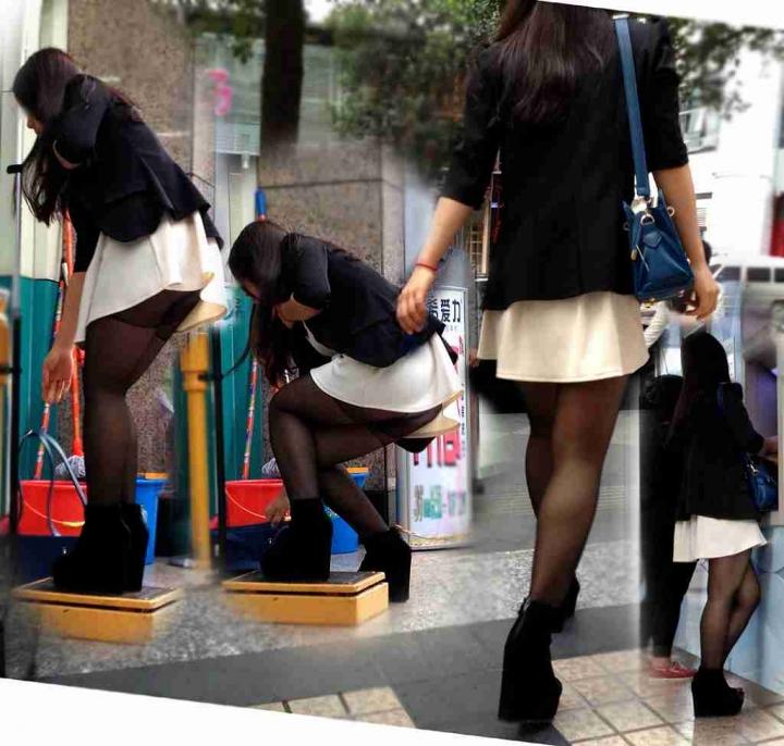 【パンチラエロ画像】激ミニ見たら見えるまで粘るかwパンツが丸見え前屈みの瞬間(*´Д`)