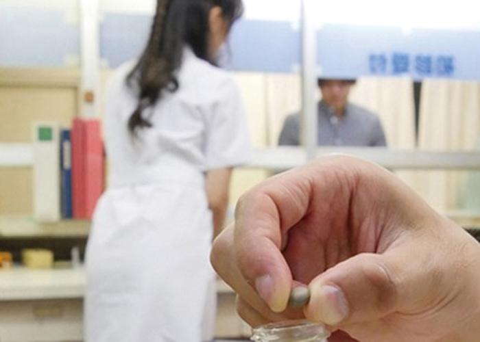 【エロ動画】根性腐ったナースと女医を脅してハメる!効果抜群の利尿剤トラップが決め手(*゚∀゚)=3 01