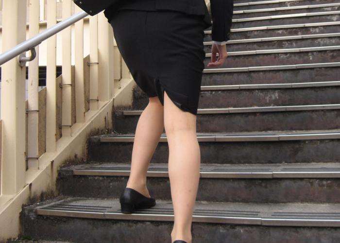 【リクスーエロ画像】初々しいピタ尻が揺れる!決して地味ではない就活女子のタイト下半身(*´Д`)