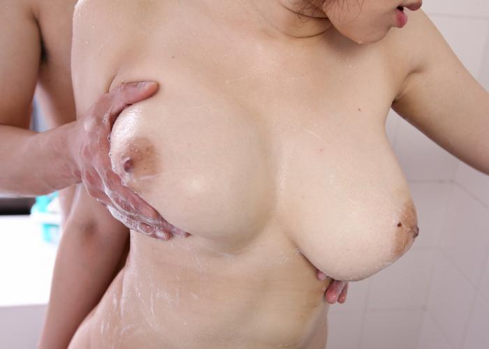 【美乳エロ画像】乳首以外の出来物も魅力の一部w見惚れるレベルの絶品おっぱい(*´д`*)