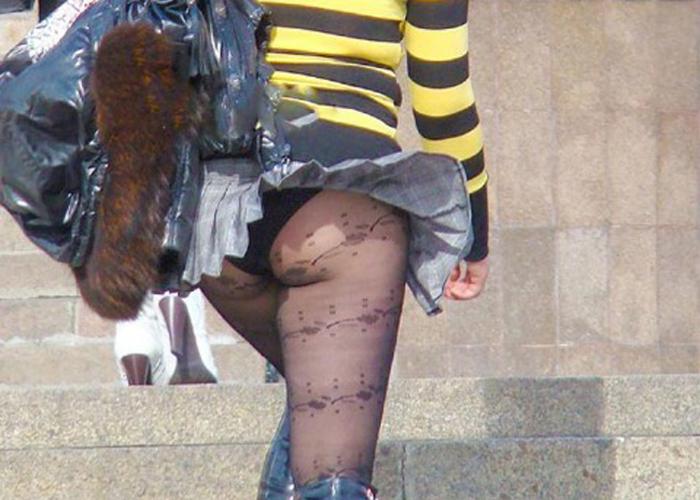 【パンチラエロ画像】風さんイイ仕事してる!誰にも勝てない自然のスカート捲り上げ(*´Д`)