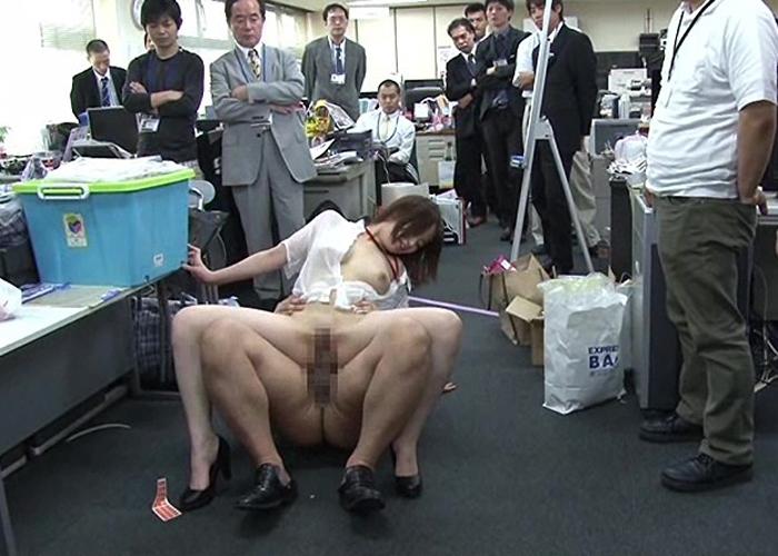 【エロ動画】ボーナス倍増のため…美人OL達が痴態を晒しながらオフィスでお宝さがし(*゚∀゚)=3