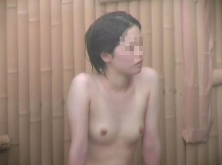 【盗撮エロ画像】極上の乳があるなら迷わない!禁断の女子風呂に潜入隠し撮り(*´Д`)