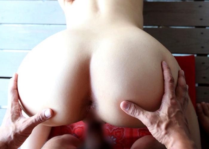 【セックスエロ画像】ヤリながら自然と叩いているはずw尻から責めるバック体位で結合中(*´Д`)