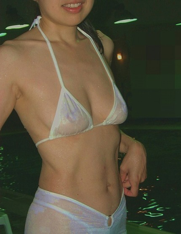 【水着エロ画像】うっかり中の対策忘れると…乳首もマン毛も見事に浮き透け水着素人(*´д`*)
