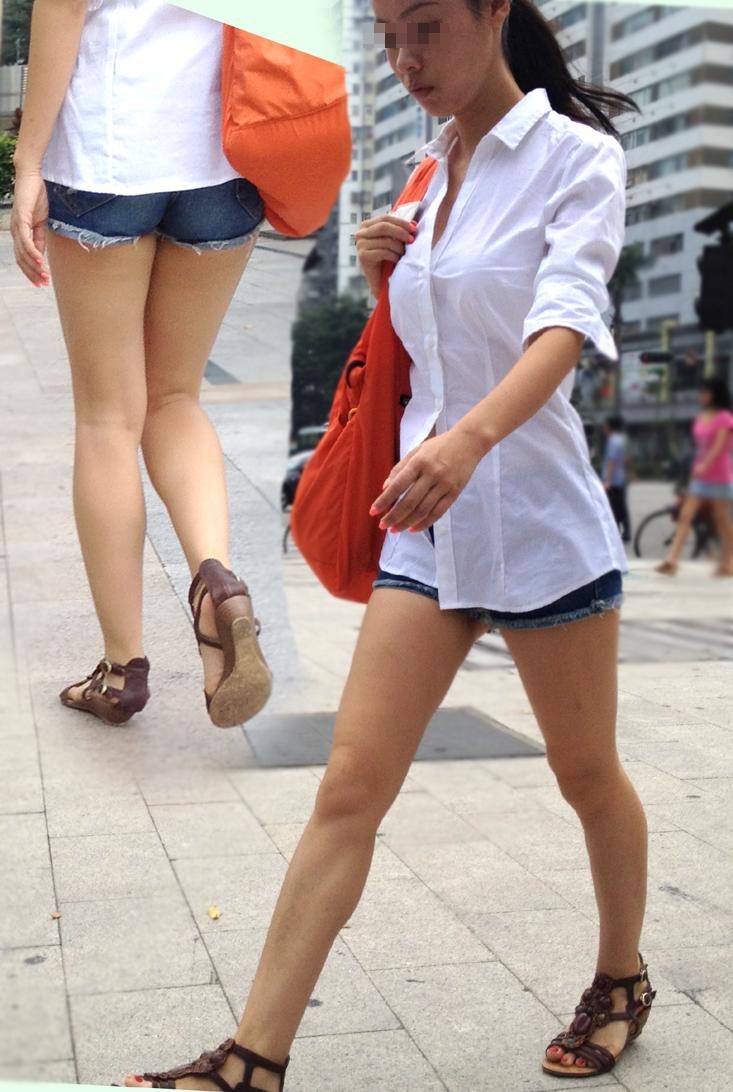 【美脚エロ画像】隣国は美脚の聖地!4千年の歴史の偉大さがわかる都会の脚美人を激写(*´Д`)