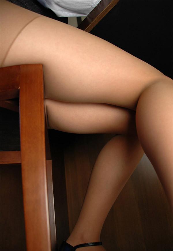 【美脚エロ画像】座らせればわかるムッチリ感!専用膝枕候補にしたい極上太もも(*´д`*)