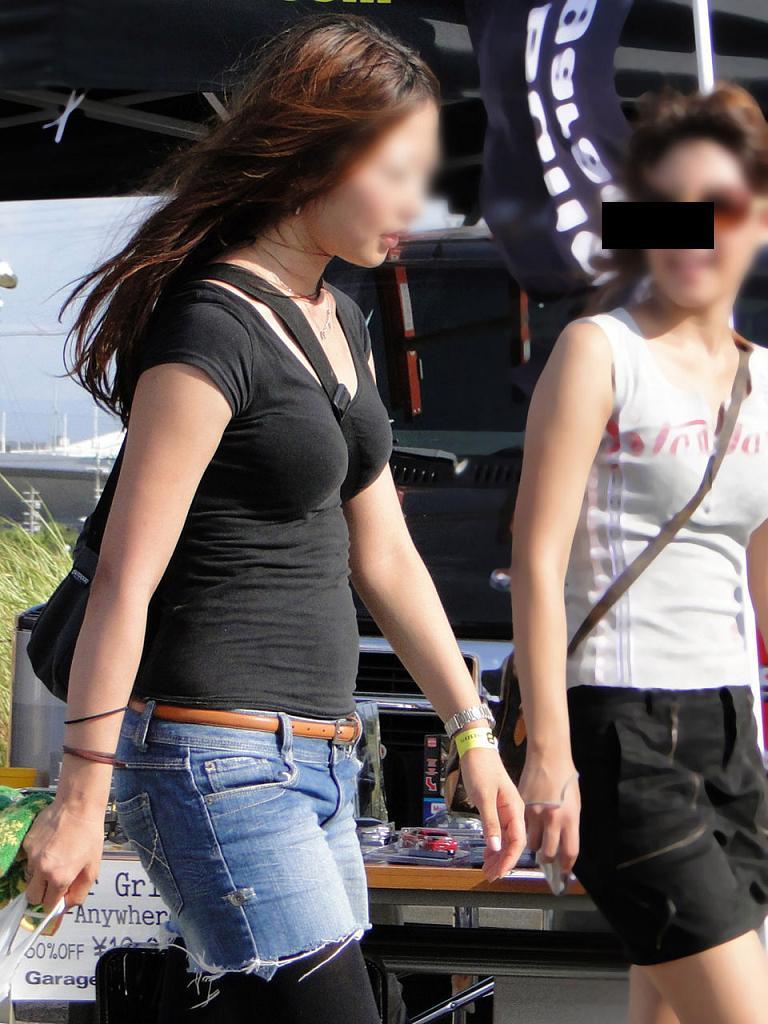 【パイスラエロ画像】凝視は不可避の尖りっぷりw主張の激しい着胸パイスラ女子(;´Д`)