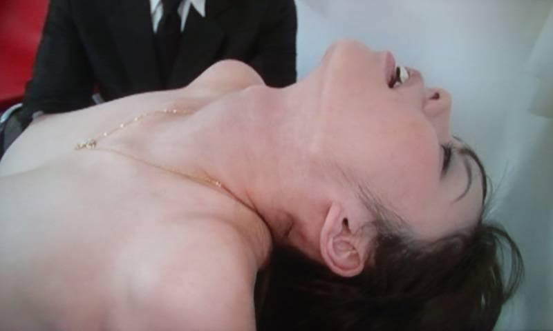 【絶頂エロ画像】見たら追い打ち必須!女の仰け反りは絶頂間近のサイン(*´д`*)