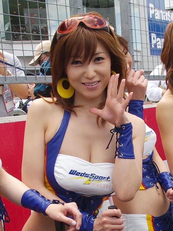 【キャンギャルエロ画像】目立つ胸部ですから…ガン見は必須イベント美女の着衣巨乳(*´Д`)