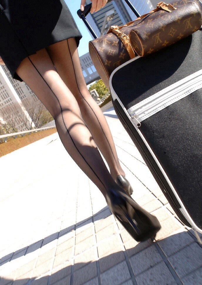 【美脚エロ画像】見せるために頑張ってるんですw努力の結晶な街の美脚(*´Д`)