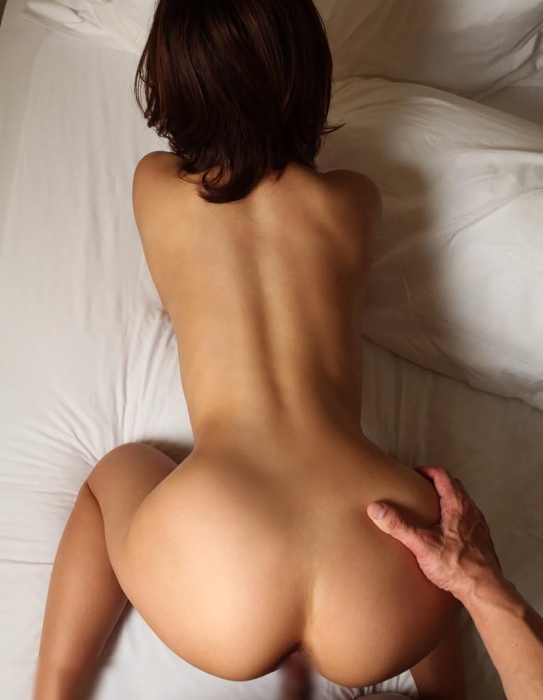 【セックスエロ画像】細腰際立つのはバックで安定?くびれを堪能できる体位考察(;´Д`)