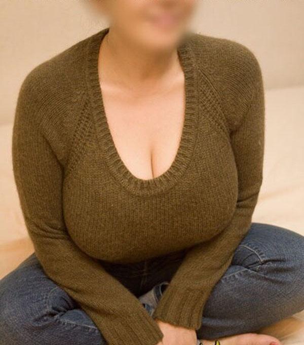 【巨乳エロ画像】着ているのになんて威圧…膨らみMAXなニットの着胸(*´д`*)