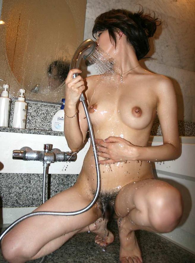 【入浴エロ画像】ただいま洗体中…イタズラ込みで手伝いたいお風呂の美女(*´д`*)
