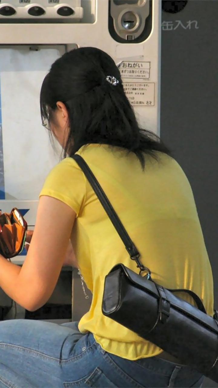 【透けブラエロ画像】冬でもチャンスあり!?見たら高鳴りしちゃう透けブラ女子(;´Д`)