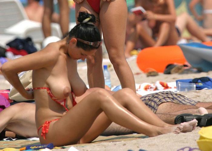 全裸美女だらけのヌーディストビーチエロ画像