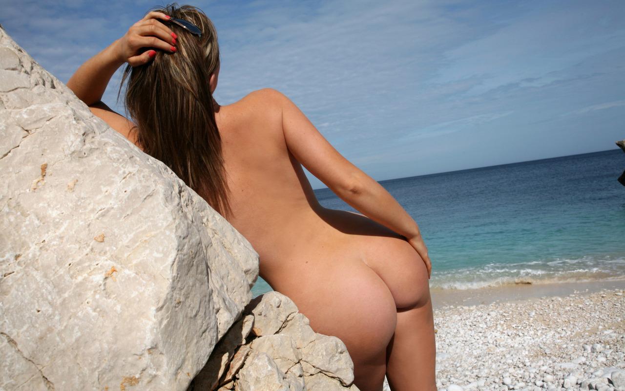 【海外エロ画像】ヌーディストビーチ…全裸美女が見放題なら一度は行かねば(*´д`*)