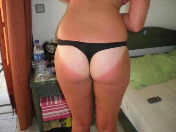 【日焼けエロ画像】さあ叩いて真っ赤にしましょうw真っ白くて卑猥な日焼けあと美尻(*´д`*)