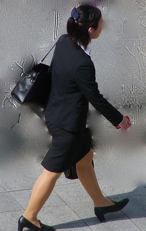【着衣尻エロ画像】絶賛就活中w街行くリクスーJDたちのたまらないタイト下半身(;´Д`)