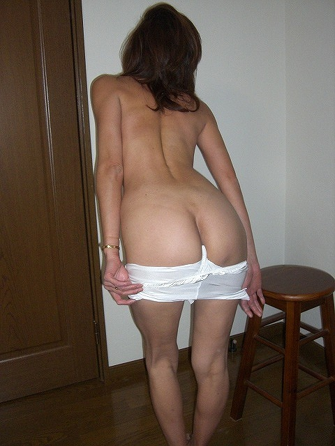 【着替えエロ画像】毎回立ち会いたいw裸身が露わになる女子の生着替え姿(*´д`*)