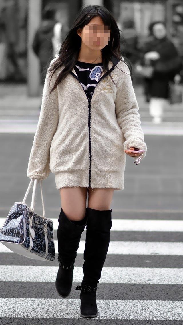 【美脚エロ画像】冬場の絶対領域はコレ!ロングブーツが引き立てたムッチリ太もも(;´Д`)