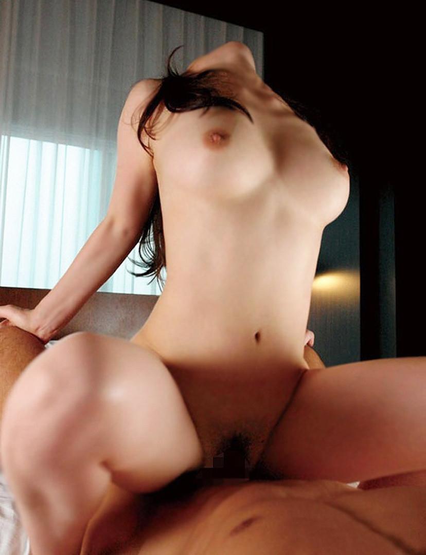 【セックスエロ画像】上で揺れる様は圧巻!鷲掴みも忘れずに巨乳ちゃんと騎乗位(*´д`*)