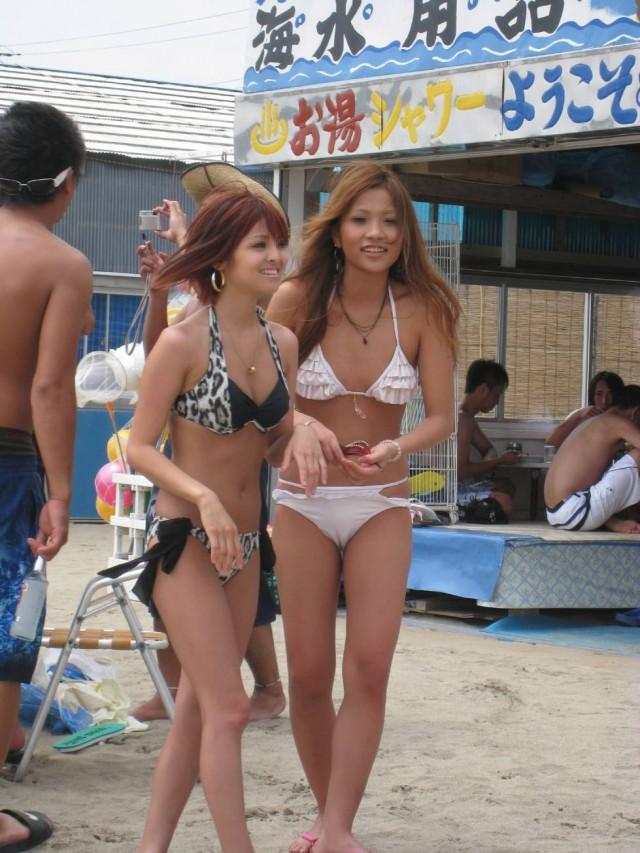 【素人水着エロ画像】ビーチやプールにいた、ビキニの水着がセクシー過ぎる素人女性たち