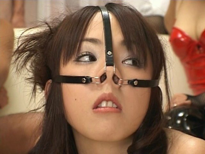 【SMエロ画像】みんな平等に不細工面w鼻フックは基本の顔面責め系SM(゜ロ゜ノ)ノ