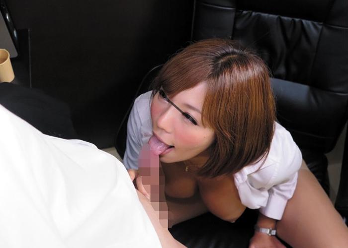 【エロ動画】やっちまった…女上司と泊まったネカフェで秘め事突入(*゚∀゚)=3 01
