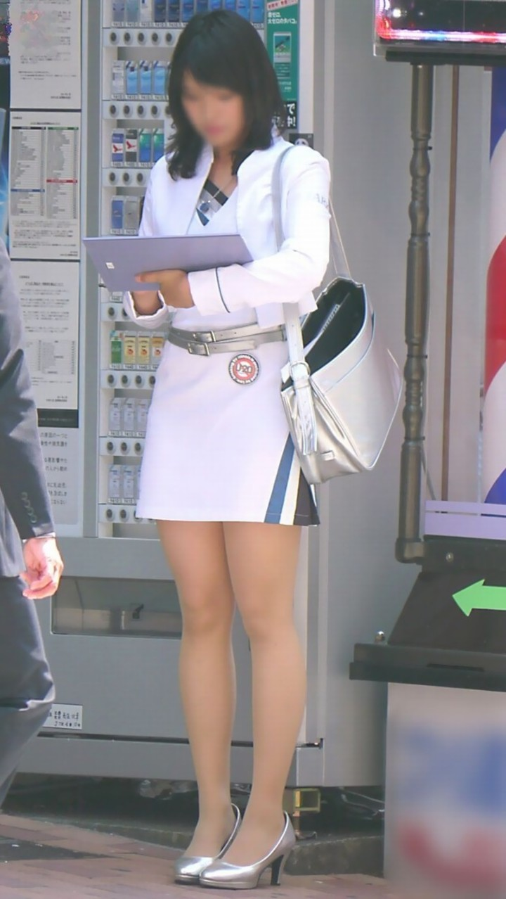 【美脚エロ画像】この時期に大人の生はすごく貴重w街で見つけた綺麗な女脚(*´д`*)