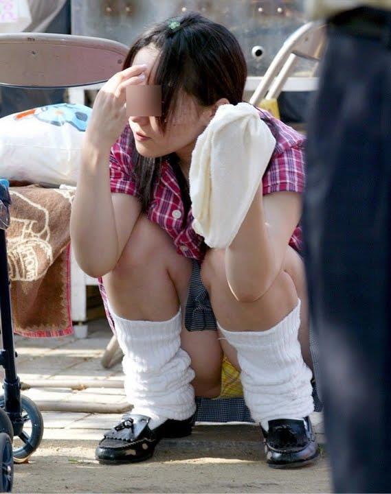 【JKパンチラエロ画像】パンチラやハミ尻も偶然映ってて更にエロい事になってます!!!